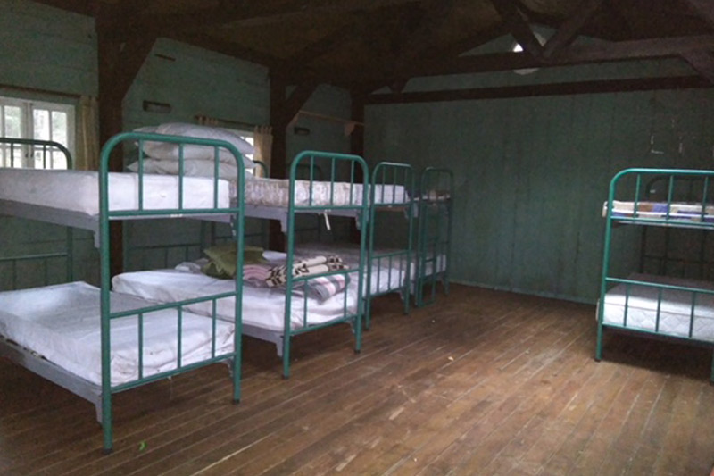 cabana-bosque-albergue-rural-literas